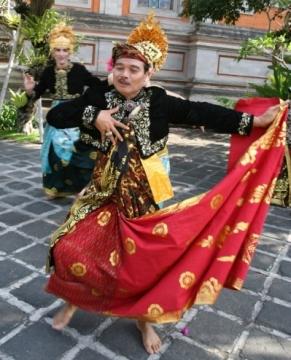 Rudana-dancing