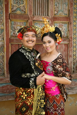 Rudana & kristina in BalineseCostumes