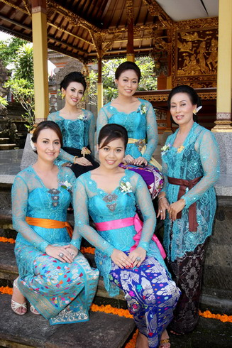 women-at-sinergi-seni-small1